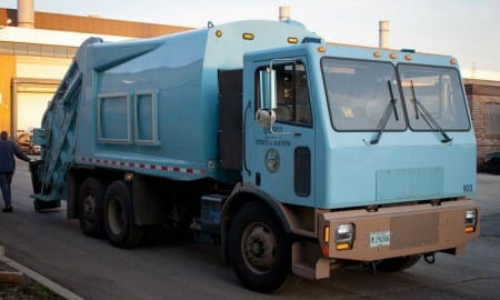 1-first-all-electric-garbage-truck-takes-out-trash-in-chicago