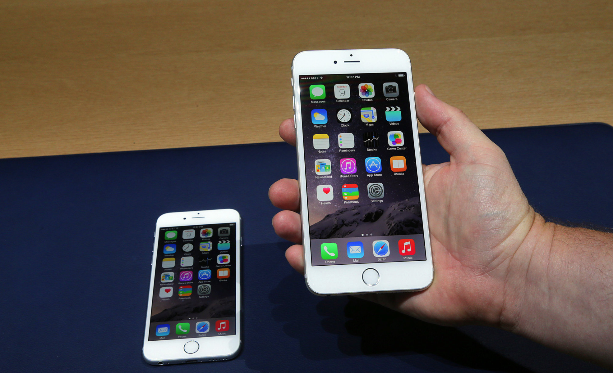 apple-phone-6-plus-and-iphone-6