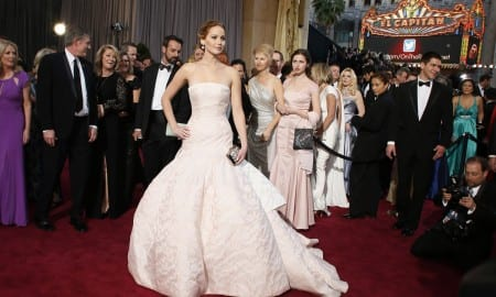 lawsuit-jennifer-lawrence-red-carpet