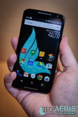 Moto-X-2014-Review-Front-Held
