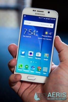 Samsung-Galaxy-S6-Review-Front-Held