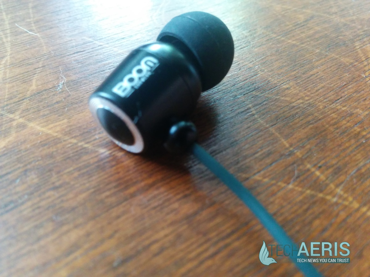 Sorry about the blur, please note the convex protuberance on the back of the earbud