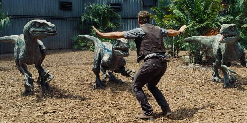 Jurassic-World-Review-Chris-Pratt-Raptors