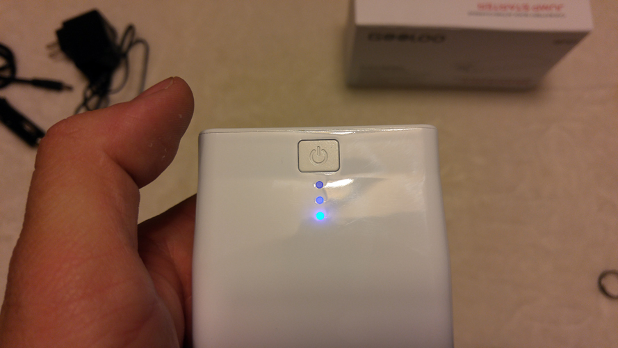 The Gooloo charger shows the level of charge the power bank has left.