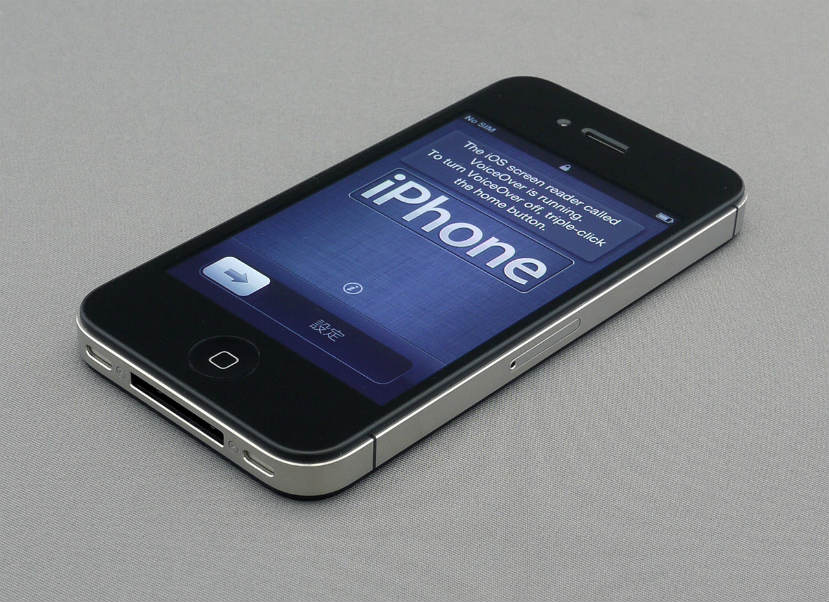 1280px-IPhone_4S_unboxing_17-10-11