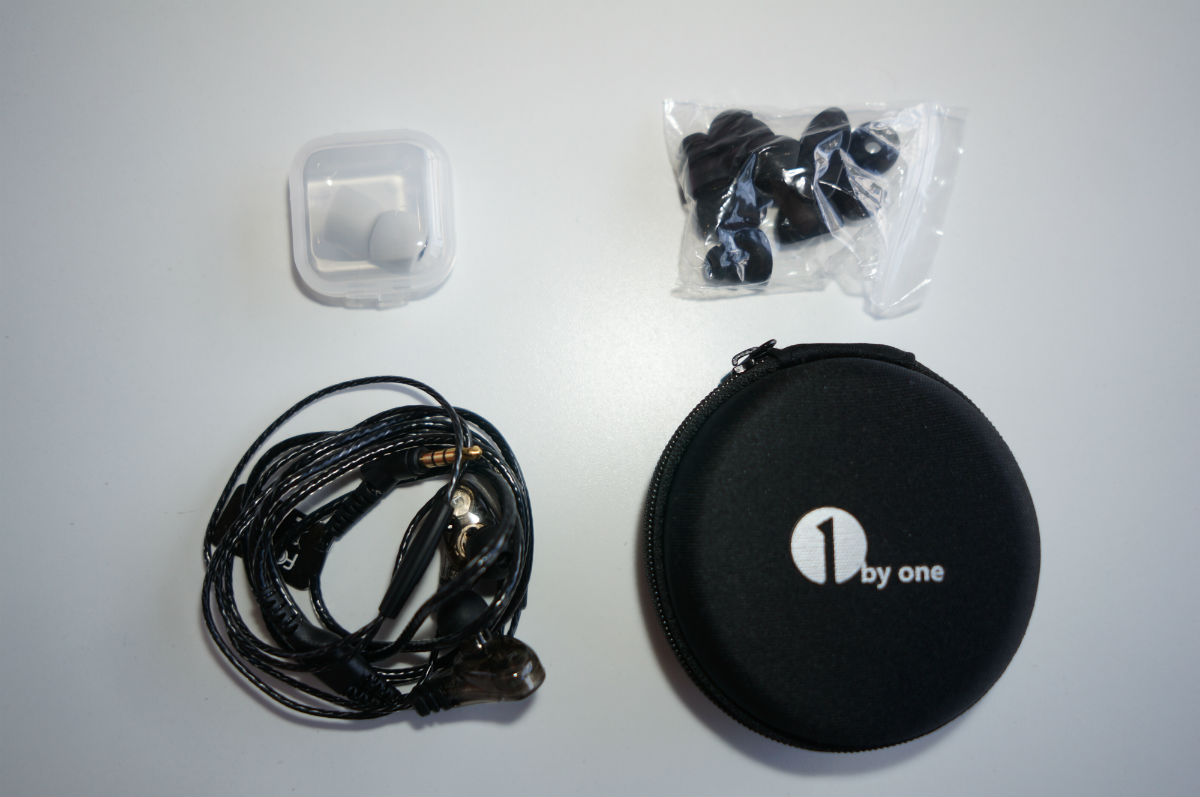 1byone-in-ear-whats-in-box