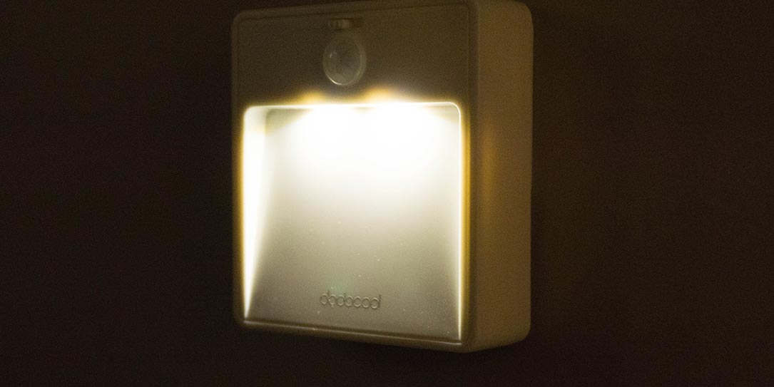 dodocool battery powered motion sensor night light review. Black Bedroom Furniture Sets. Home Design Ideas
