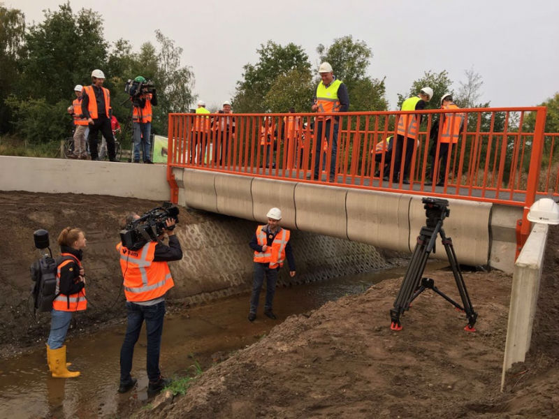 In the Netherlands, opened the first bridge, printed on the printer