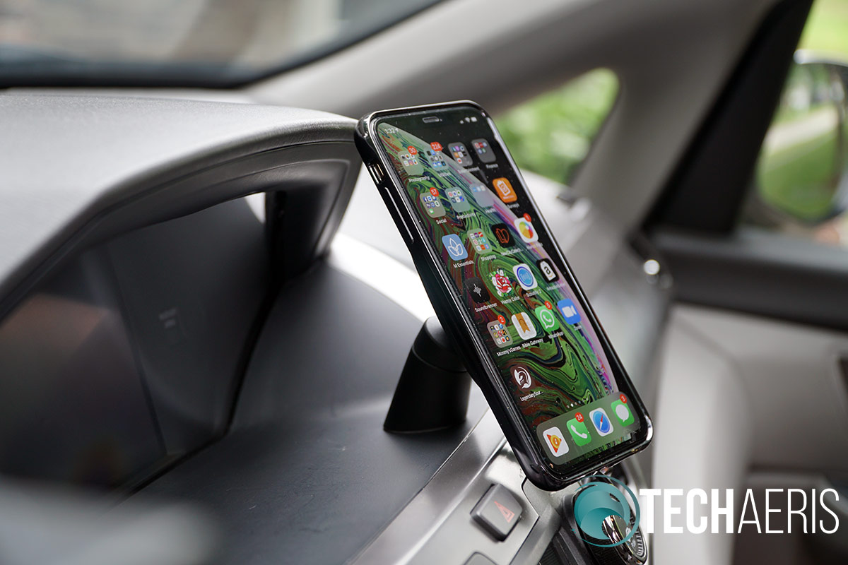 Moshi SnapTo wireless car charger dash mount