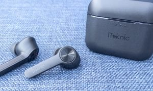 iTeknic TWS Bluetooth Earbuds with charging/carrying case