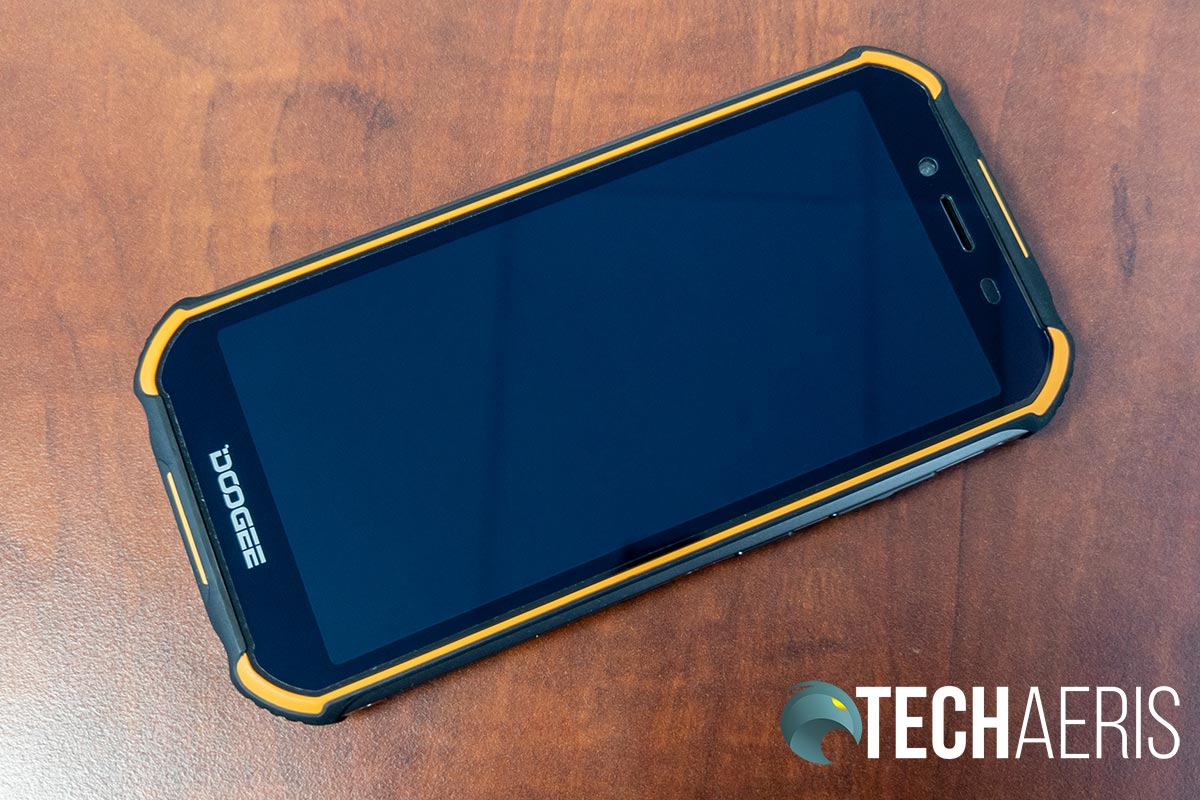 While the screen on the Doogee S40 is a nice size, it has a fairly low resolution
