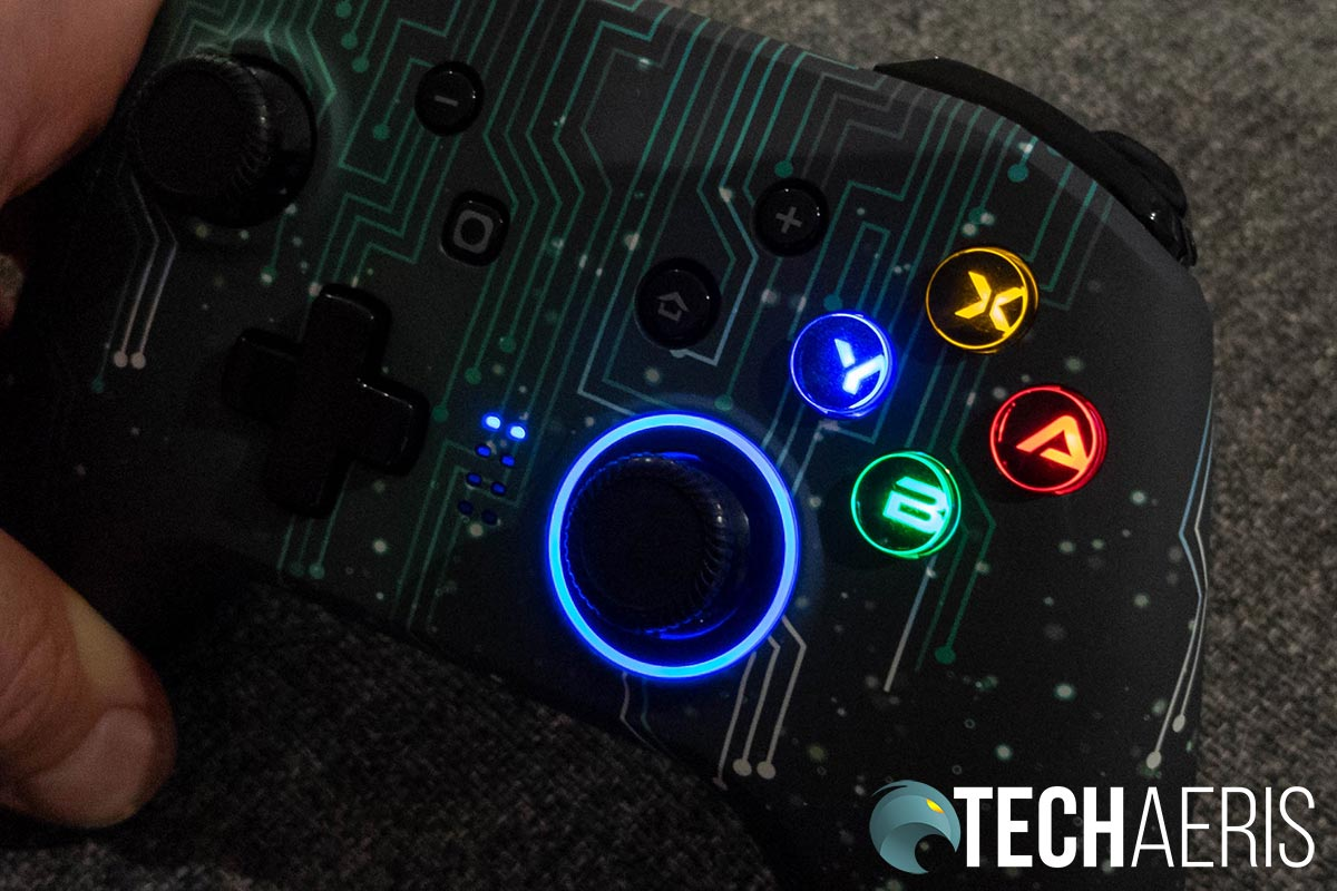 The buttons and right joystick on the EasySMX ESM 4108 game controller light up when turned on