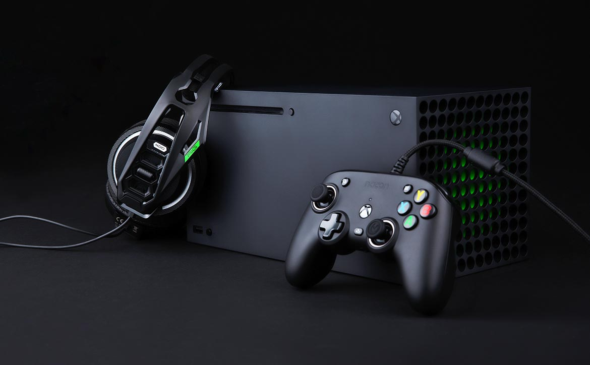 NACON RIG PRO Compact Xbox controller with Xbox Series X game console
