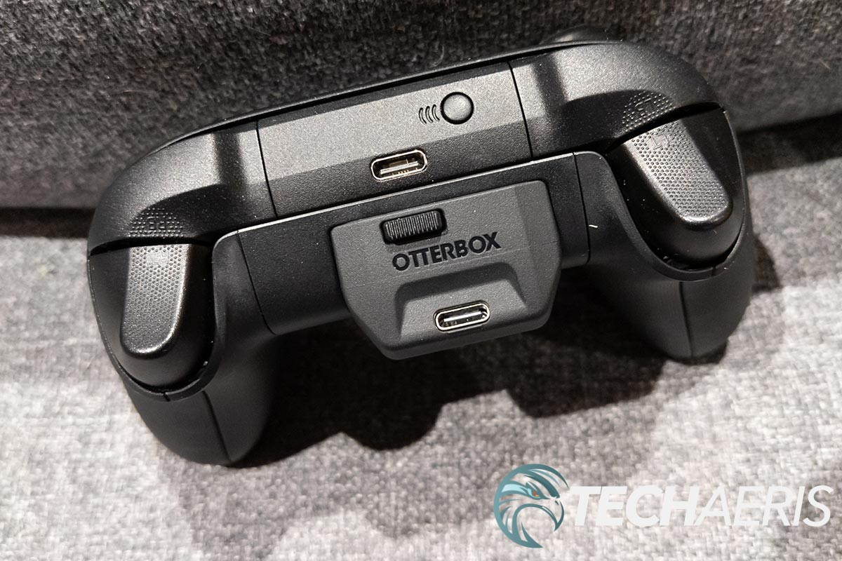 An Xbox Series X S controller with the OtterBox Power Snap Controller Battery installed