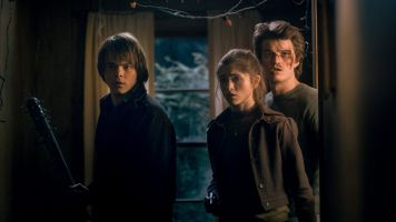 Stranger_Things_pub_stills_3