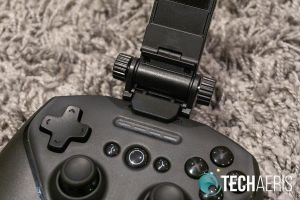 SteelSeries SmartGrip attached to Stratus Duo controller